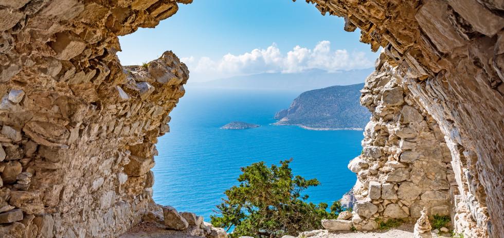 Vue spectaculaire des ruines du château Monolithos