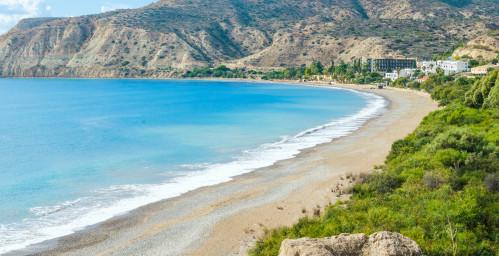 Vue fantastique sur la plage de Pissouri