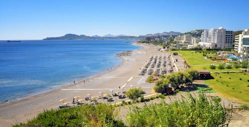 Fantastischer Ausblick auf den langen, breiten Faliraki Beach