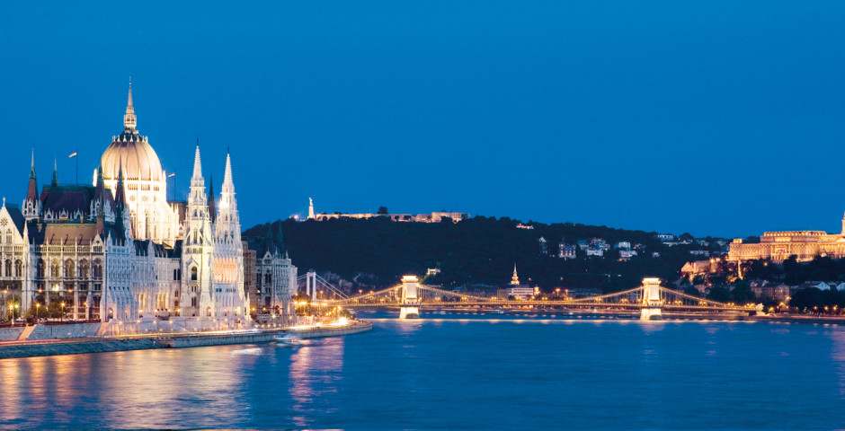 Parlamentsgebäude bei Nacht, Budapest - Ungarn