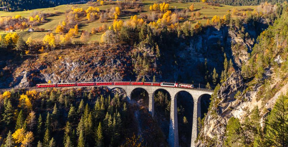 Räthische Bahn über dem Landwasserviadukt - Graubünden