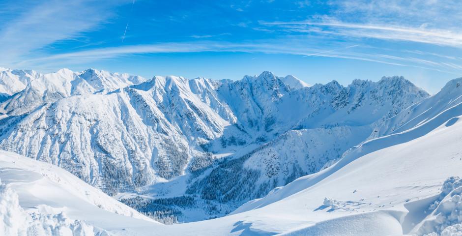 Panoramablick auf die Alpen bei Seefeld
