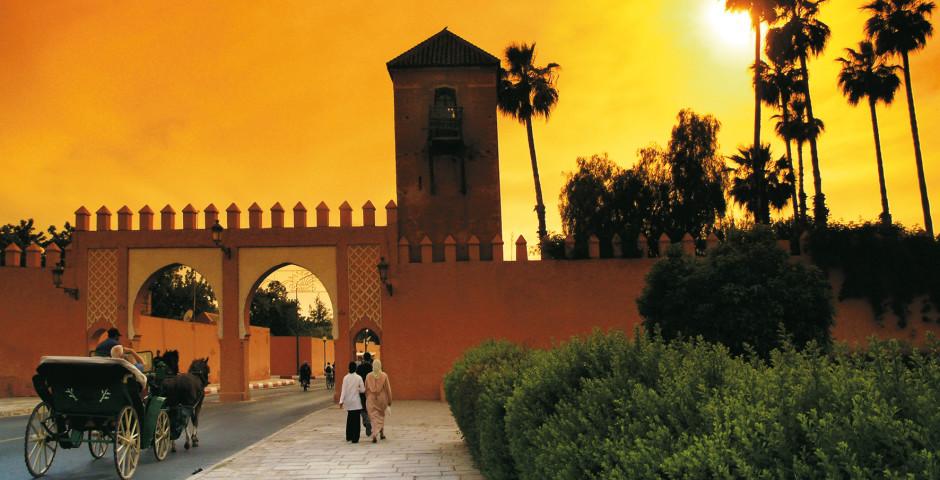 Stadtmauer bei Sonnenuntergang - Marrakesch