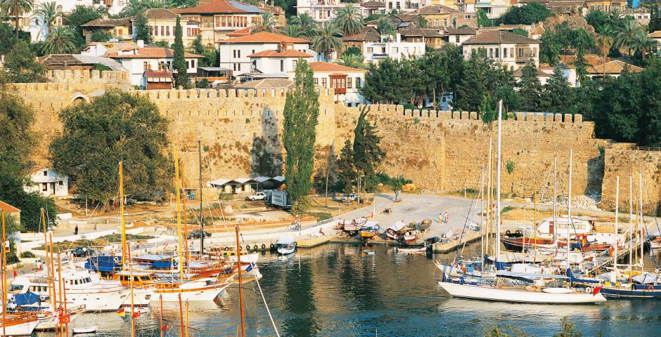 Antalya, Hafen mit Festung - Antalya / Side / Belek