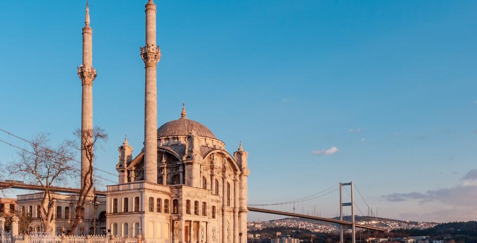 Vom Abendland ins Morgenland - Istanbul, Ortaköy Moschee, Bosporus. - Istanbul