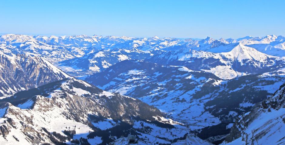Sicht auf Gstaad - Saanenland