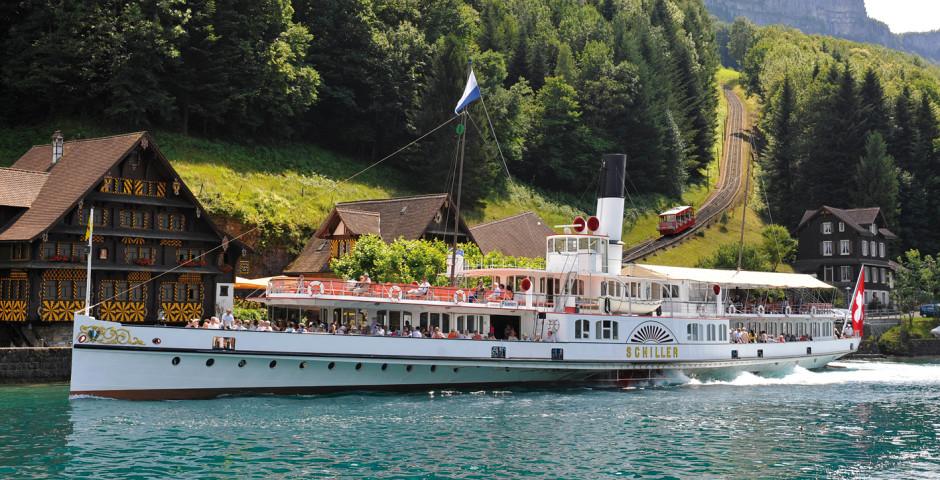 La bateau sur le lac des Quatre-Cantons © Luzern Tourismus - Lac des Quatre-Cantons