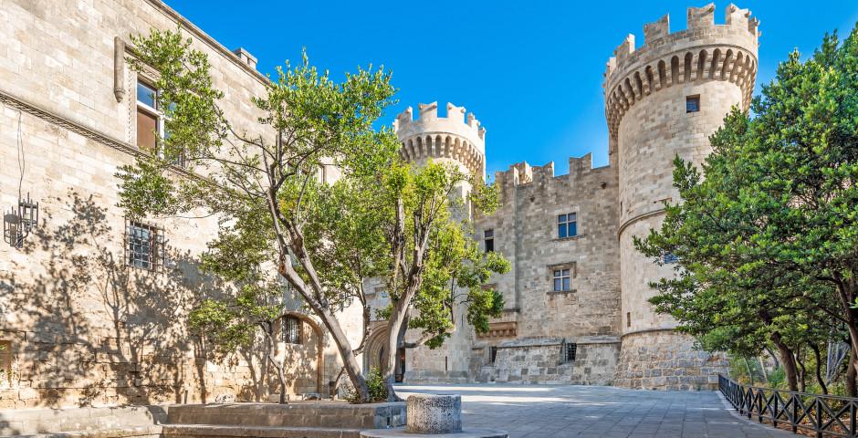 Sicht auf den bekannten Grossmeisterpalast in Rhodos-Stadt - Rhodos