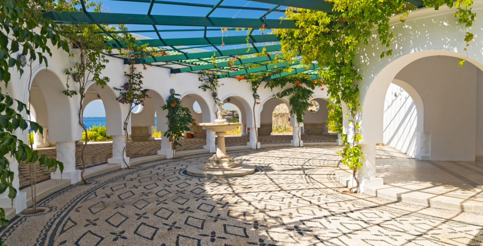 Beau bâtiment de style italien aux thermes de Kalithea - Rhodes