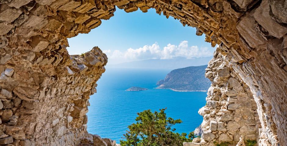 Vue spectaculaire des ruines du château de Monolithos