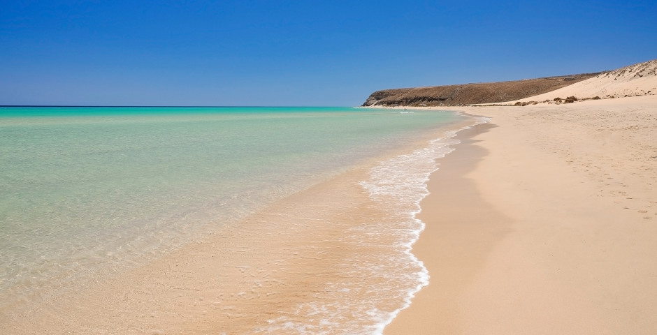 Longue plage de sable Playa de Sotavento à Costa Calma - Fuerteventura