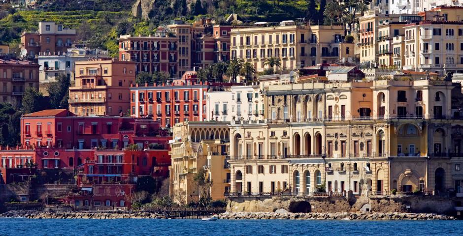 Neapel an der italienischen Mittelmeerküste - Golf von Neapel