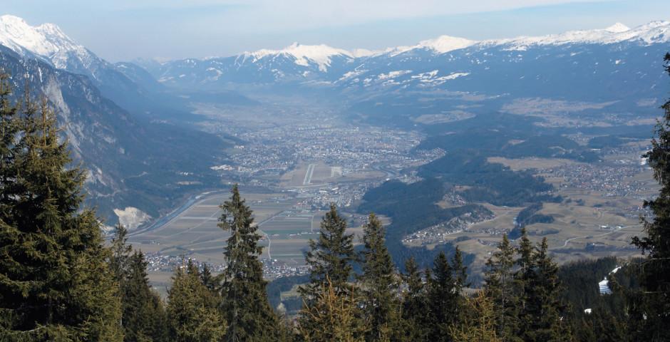 Blick auf Innsbruck im Sommer - Mittelinntal