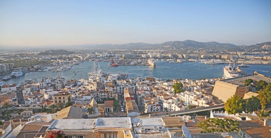 Vue sur la vieille ville et le port - Ibiza ville