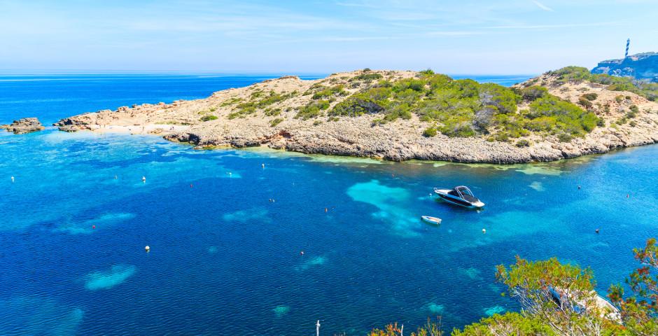 Blick auf die Bucht Cala Portinatx - Cala Portinatx