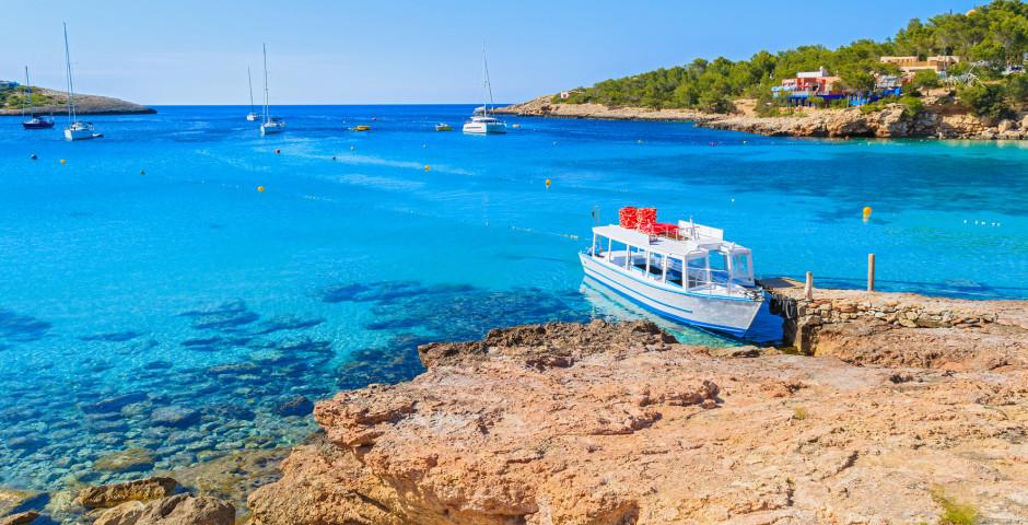 Boot in der Bucht von Cala Portinatx - Cala Portinatx