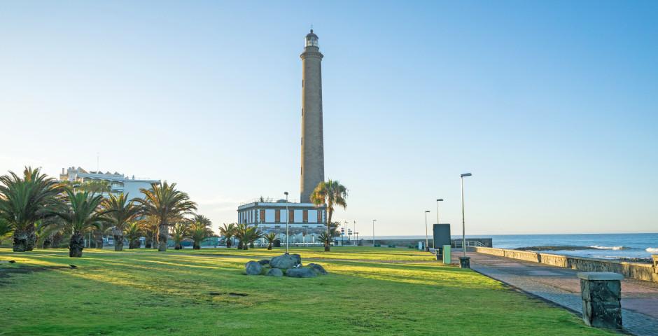 Blick auf die Strandpromenade von Meloneras und den Leuchtturm von Maspalomas - Meloneras