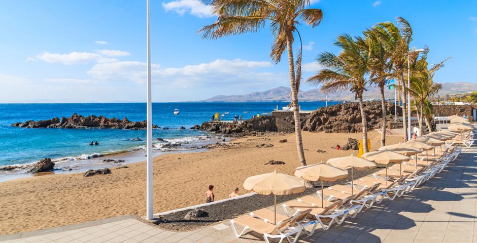 Plage de sable Playa Chica à Puerto del Carmen - Puerto del Carmen / Puerto Calero