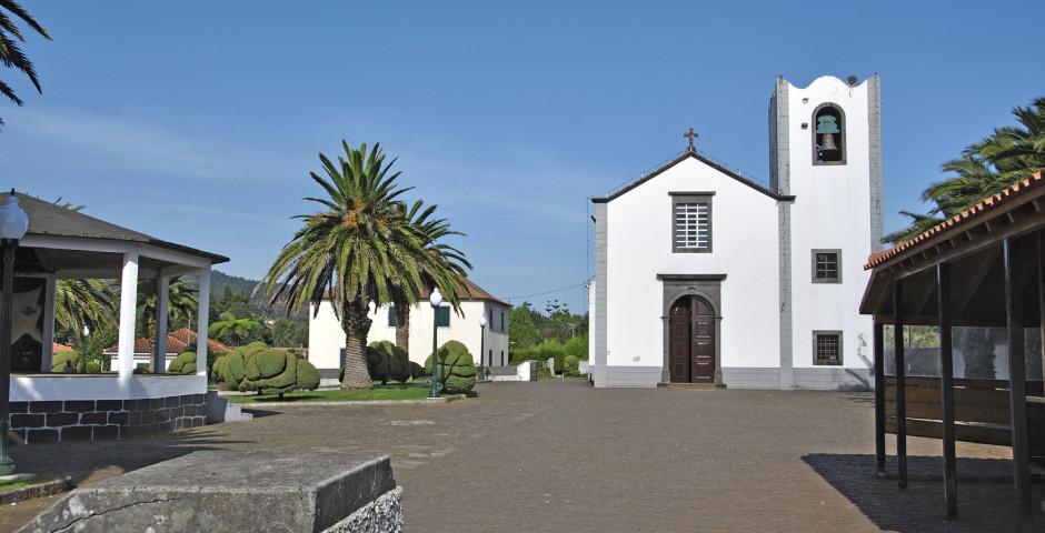 Kirche in Santo da Serra - Santo da Serra