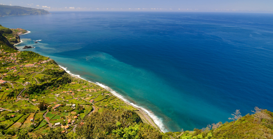 Panoramablick auf die Küste bei Santana