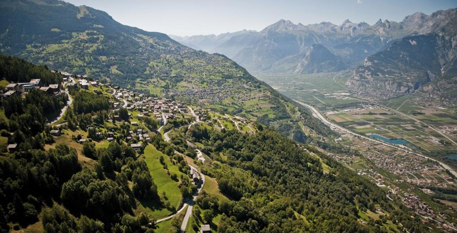 Blick über Veysonnaz im Sommer © lafouinographe - Veysonnaz