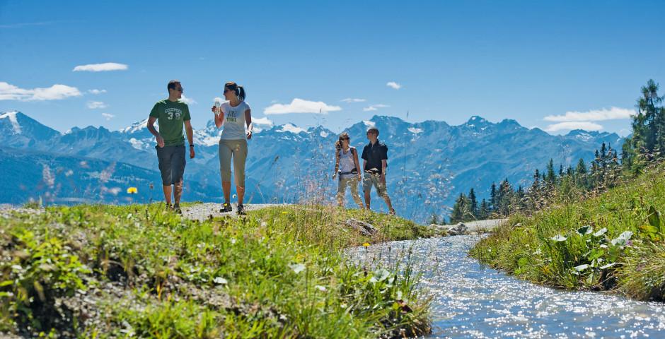 Wandern am Fluss entlang - Crans-Montana
