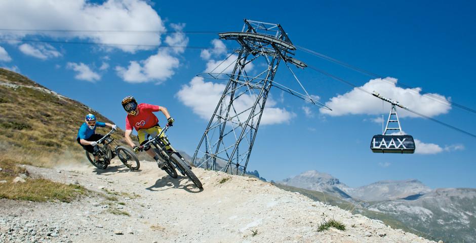 Sportlich unterwegs beim Velofahren in Laax - Laax