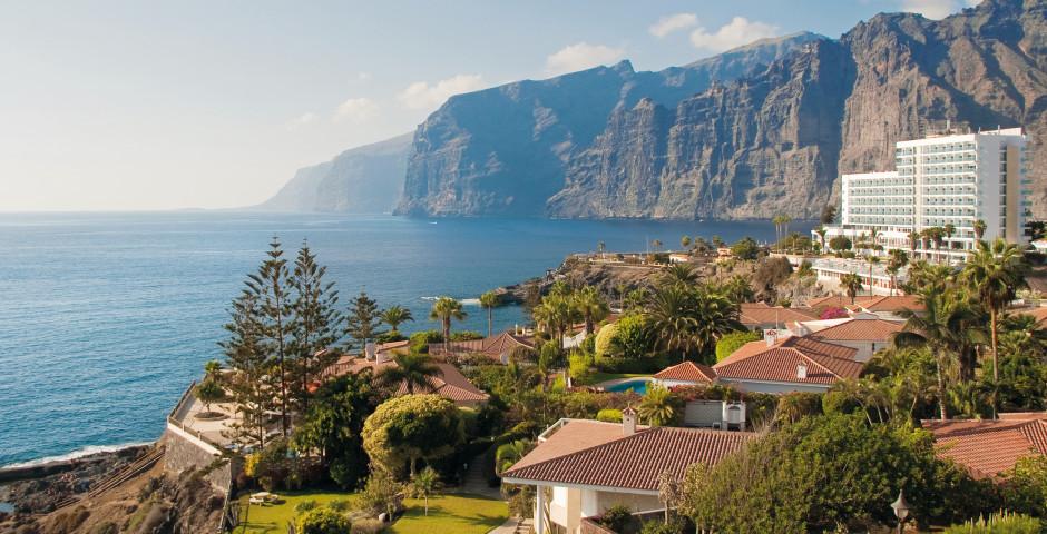 Spektakuläre Aussicht auf Puerto de Santiago und die Steilküste Los Gigantes - Guia de Isora