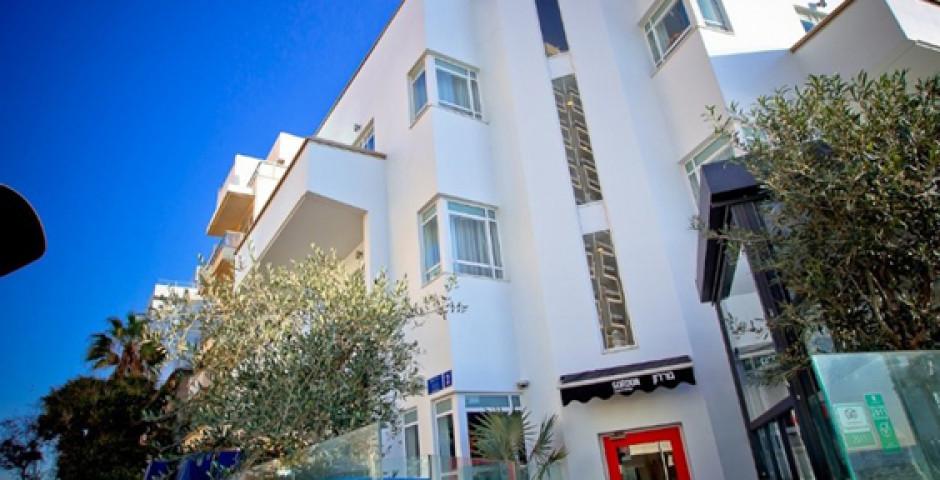 Gordon Hotel & Lounge