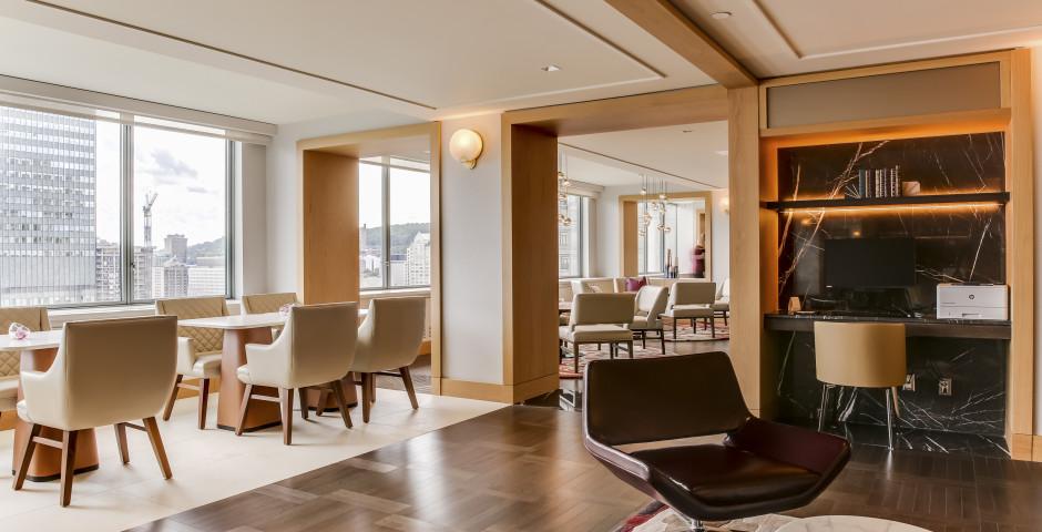 Fairmont Gold Lounge - Fairmont The Queen Elizabeth