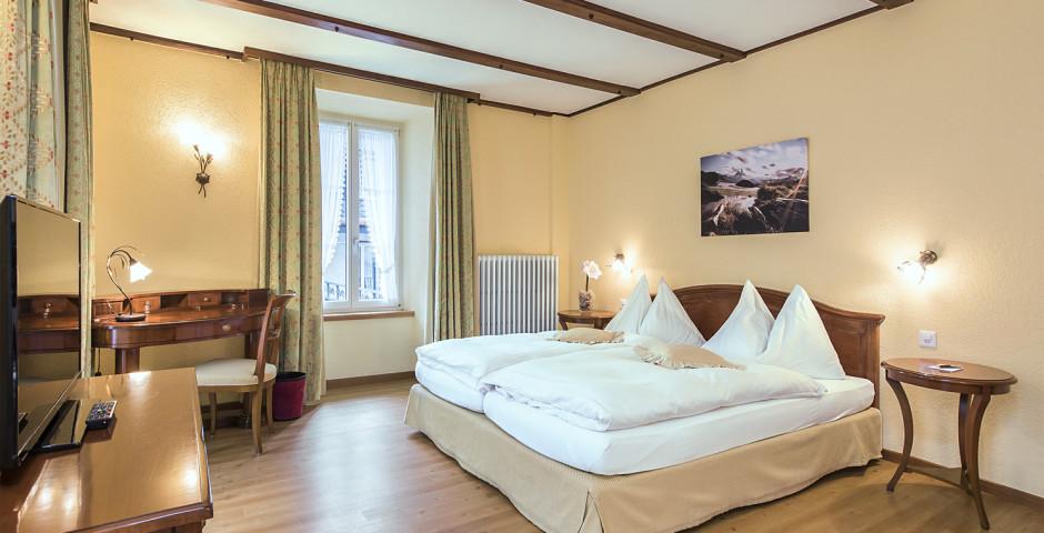 Familienzimmer Balkon - Sunstar Hotel Saas-Fee - Skipauschale