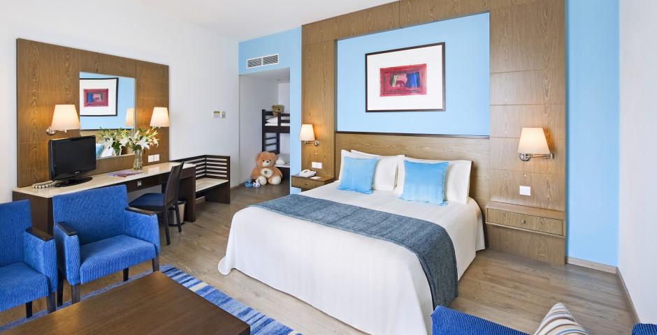 Familienzimmer Deluxe mit Meersicht - Mediterranean Beach Resort