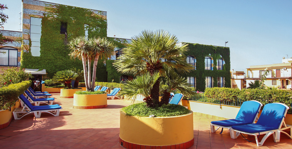 Caesar palace giardini naxos sizilien hotelplan - Villaggio giardini naxos all inclusive ...