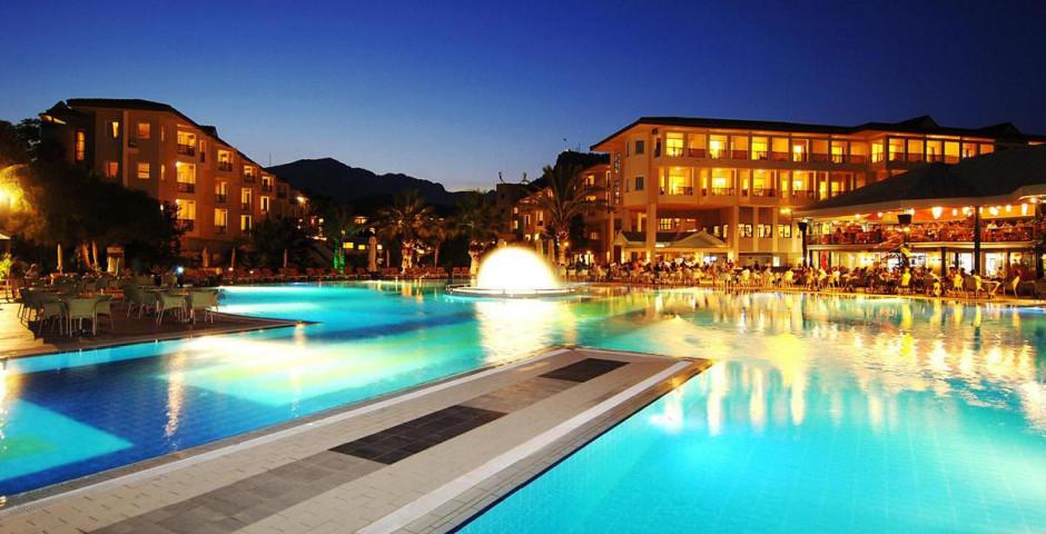 Queen's Park Le Jardin Resort