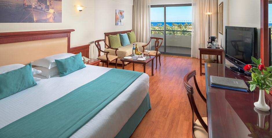 Junior Suite seitliche Meersicht - Atrium Palace Thalasso Spa Resort & Villas