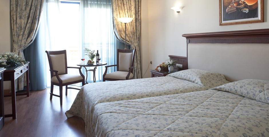 Doppelzimmer seitliche Meersicht - Atrium Palace Thalasso Spa Resort & Villas