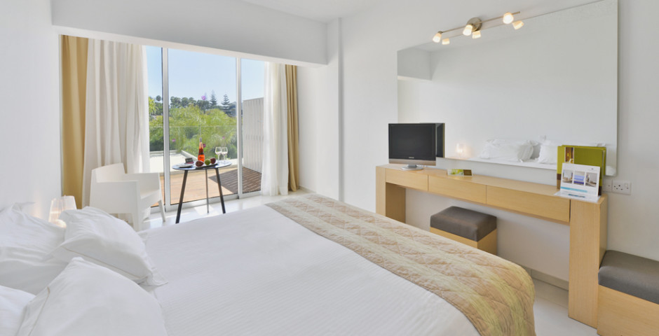 Doppelzimmer Superior seitliche Meersicht - Napa Mermaid Hotel & Suites