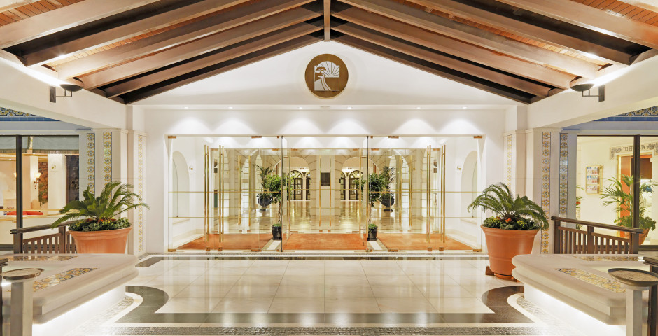 Pine Cliffs Hotel & Residences, a Luxury Collection Resort