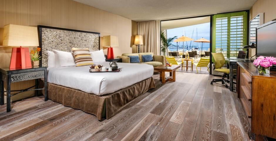 Guestroom King - Maya a Doubletree Hotel
