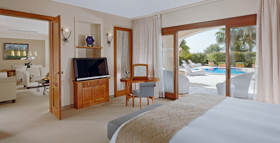 Suite - The St. Regis Mardavall Mallorca Resort