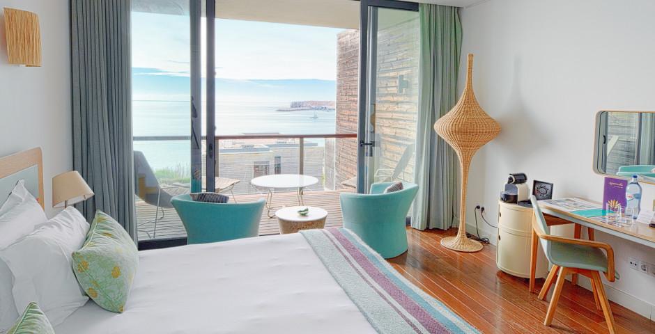 Doppelzimmer mit seitlicher Meersicht