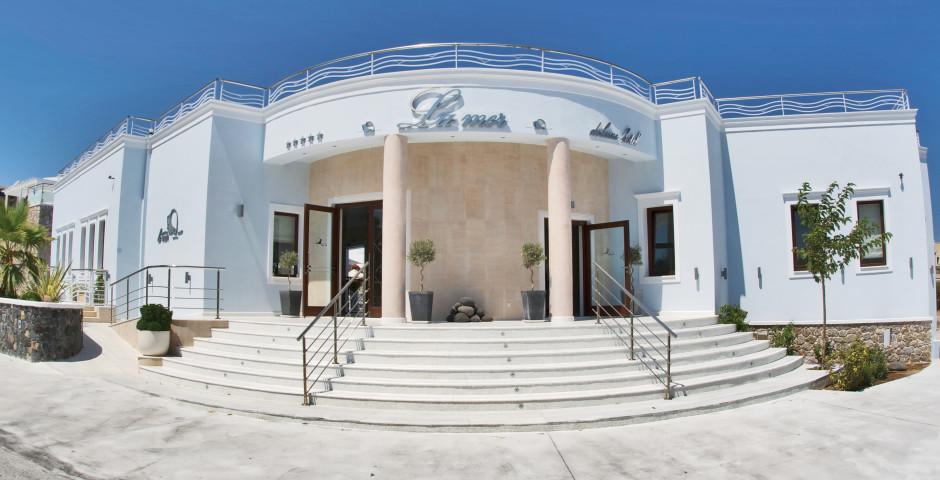 La Mer Deluxe Resort