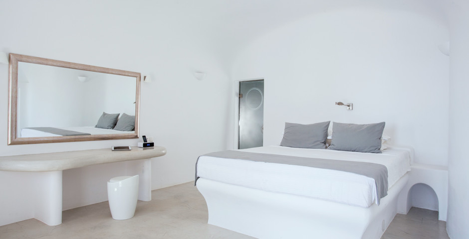 Angels Infinity Pool Suite - Pegasus Suites & Spa