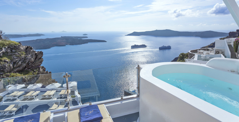 Honeymoon Jacuzzi Suite - Pegasus Suites & Spa