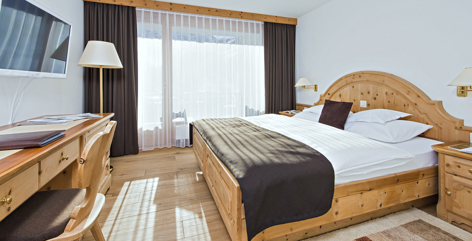 Exemple chambre Alpenrose - Chasa Montana Hotel & Spa - été, remontées mécaniques incluses