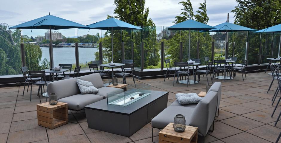 Patio - Delta Victoria Ocean Pointe Resort & Spa