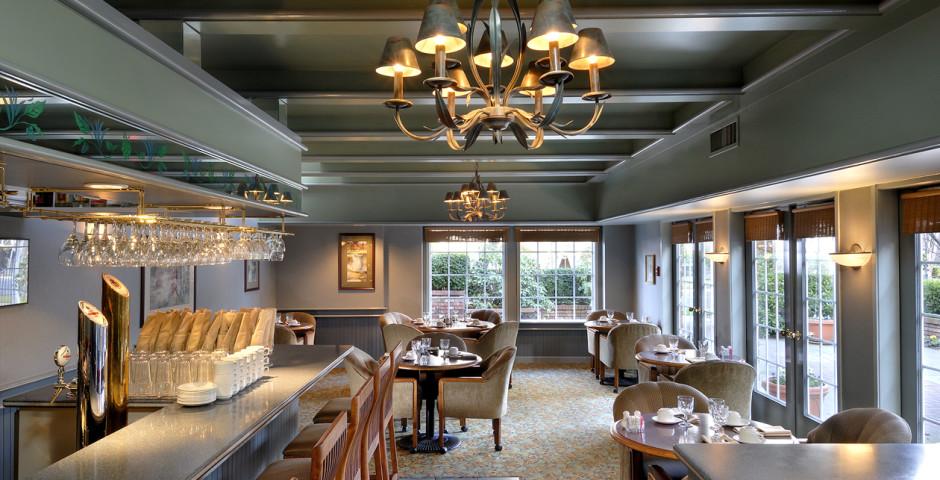 Royal Scot Hotel & Suites