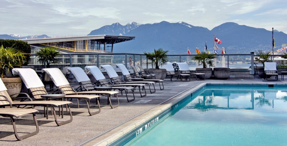 Pool - Fairmont Waterfront