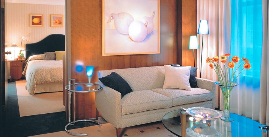 Artist Deluxe One Bedroom Suite - The Listel Hotel
