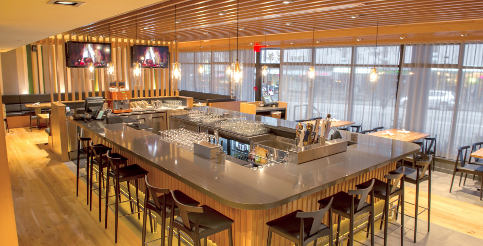 Restaurant/Bar - The Listel Hotel